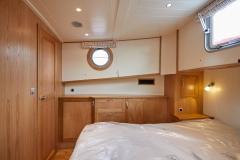 UNI-VERSE-57N-Piper-Dutch-Barge-35