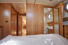 UNI-VERSE-57N-Piper-Dutch-Barge-36