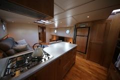 VICTORIA-48M-Piper-Dutch-Barge-12