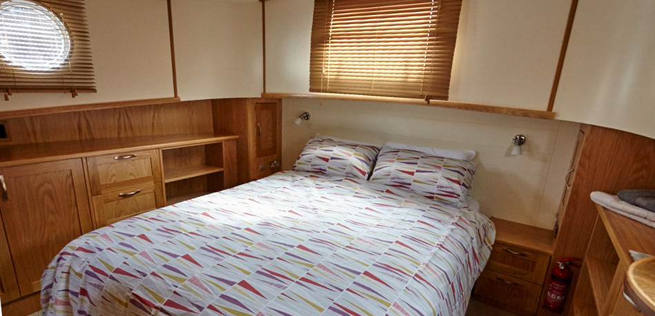 Master bedroom 49L Luxemotor Class Dutch Barge