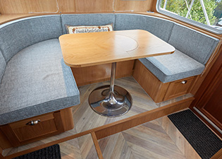 Dinette 49L Luxemotor Class Dutch Barge