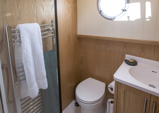Water Closet 49M Motor Class Dutch Barge