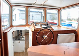 Wheel house 55L Luxemotor Class Dutch Barge