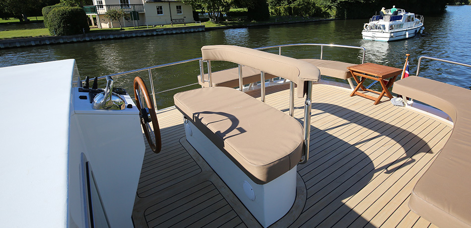 Upper Helm 65L Luxemotor Class Dutch Barge