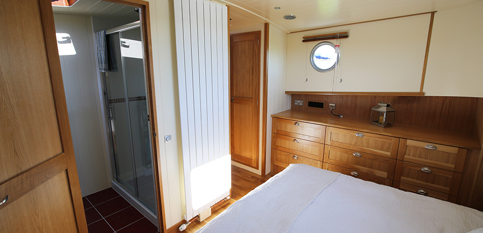 Bedroom 65L Luxemotor Class Dutch Barge